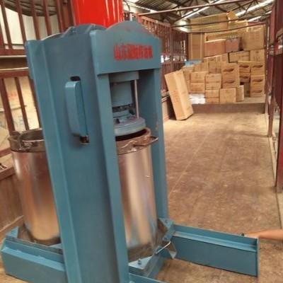 菏泽液压型花生榨油机制造厂 笨榨式花生榨油机特点