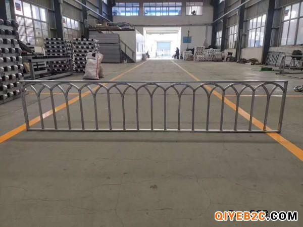 护栏内腔配有镀锌衬钢或铝合金进行增强